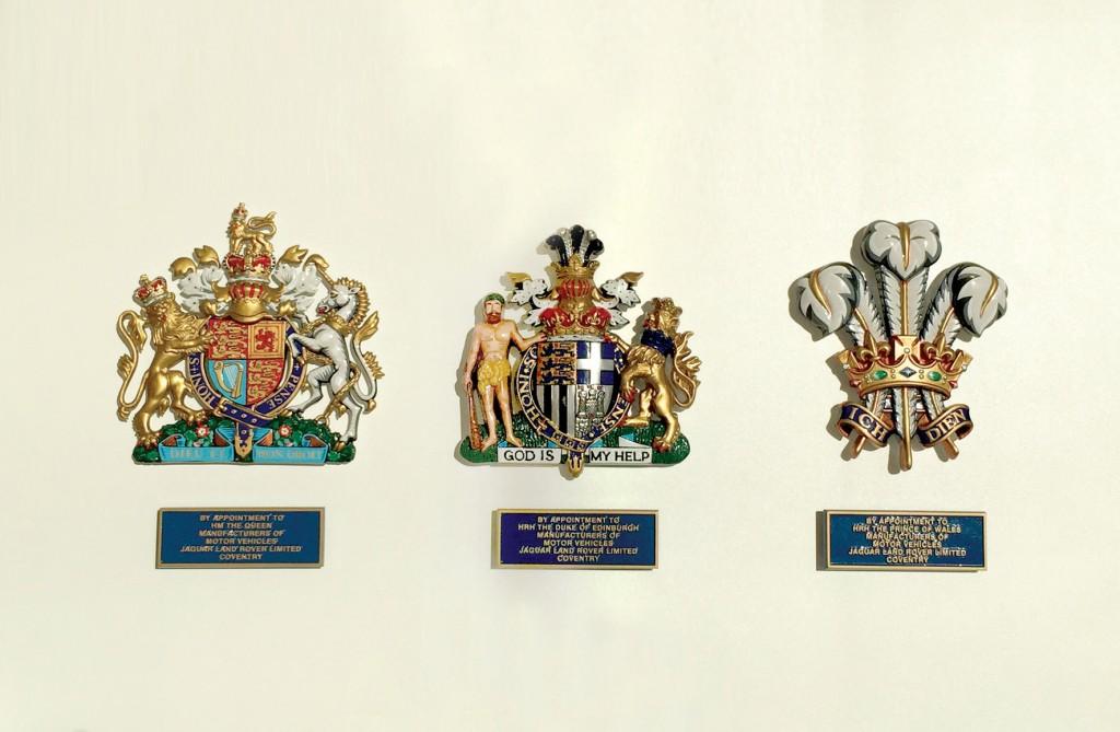 재규어 랜드로버는 영국 왕실로부터 3개의 로얄 워런트를 받았다